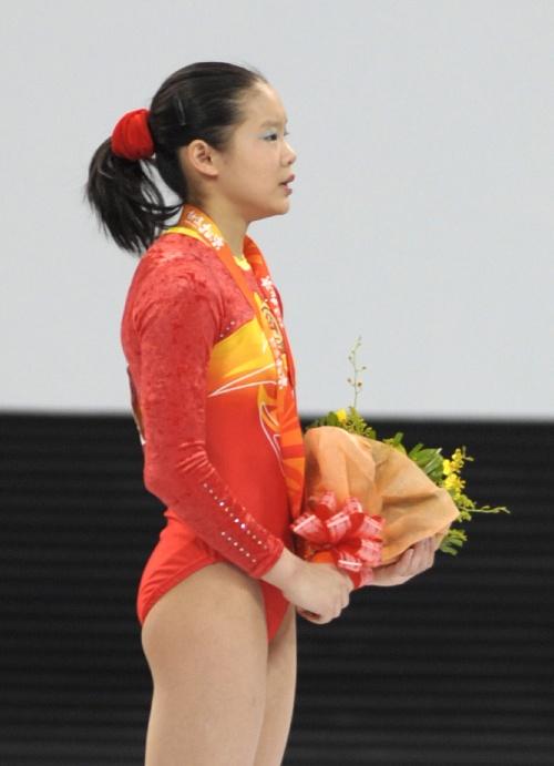 图文:[体操]女子平衡木程菲夺冠 领奖时刻