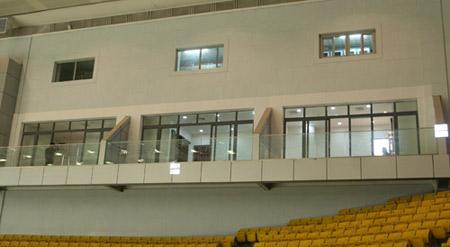 图文:首都体育馆改造竣工 体育馆东西两侧包厢