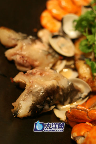 鳘鱼,肉质厚实爽滑。陆凯声摄
