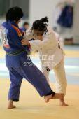 图文:中国女柔备战08奥运 高峰训练场认真训练