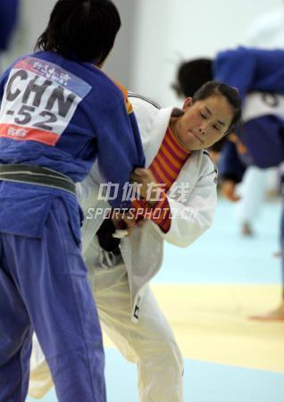中国女子柔道队北京备战08奥运 拉过来要摔倒你