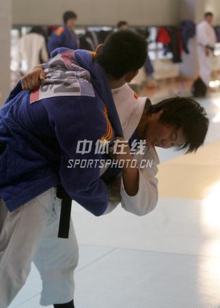 中国女子柔道队北京备战08奥运 使劲把你摔过去