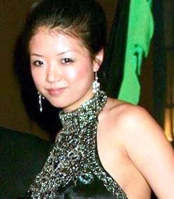 图文:汉密尔顿和香港女友 朱迪娅成长为大美女