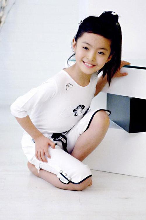 组图:中国第一小美女模特谁见谁喜欢 搜狐娱乐