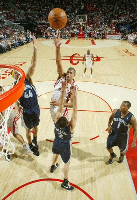 图文:[NBA]灰熊VS火箭 巴蒂尔中投