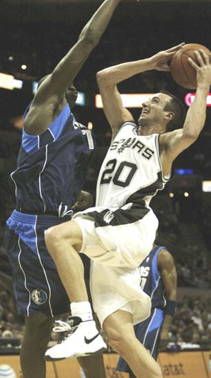 图文:[NBA]小牛负马刺 吉诺比利上篮