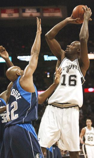 图文:[NBA]小牛负马刺 埃尔森跳投