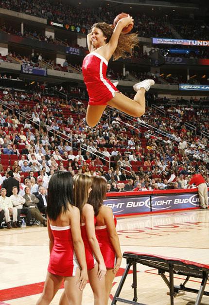 图文:[NBA]灰熊负火箭 疯狂美女