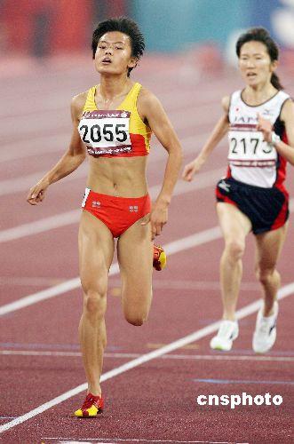 薛飞是中国女子中长跑的后起之秀