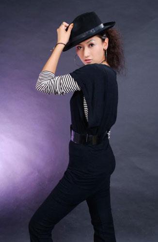 图文:礼仪之星选拔活动专业组选手 宋丽莉