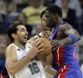图文:[NBA]活塞逆转黄蜂 斯托亚科维奇遇强敌