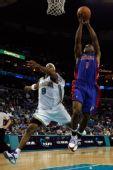 图文:[NBA]活塞逆转黄蜂 比卢普斯上篮