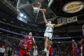 图文:[NBA]快船负超音速 斯泽比亚克得分
