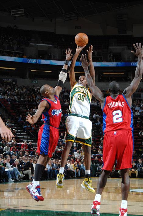 图文:[NBA]快船负超音速 杜兰特内线中投