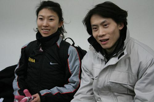 图文:中国花滑队备战总决赛 庞清佟健接受采访
