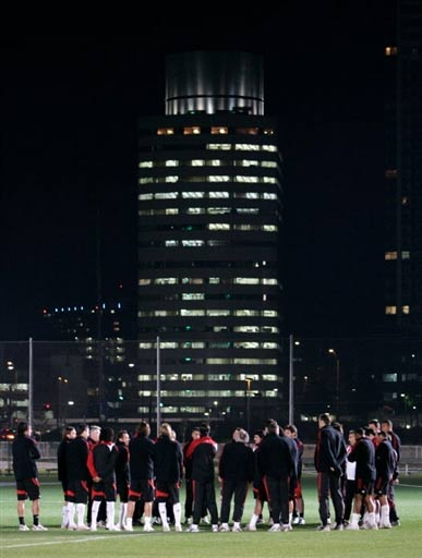 图文:[世俱杯]米兰备战 东京美丽夜景
