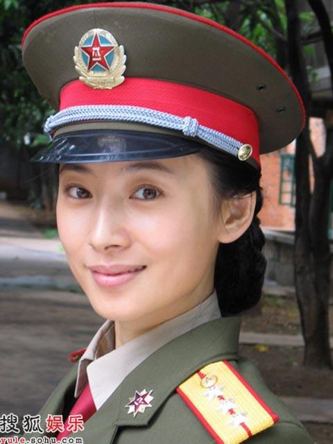 徐筠在电视剧《大校的女儿》中造型