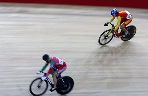 中国运动员在个人追逐赛上演了一场你追我逐的好戏