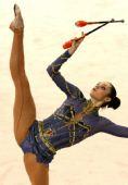 图文:艺术体操个人全能决赛 棒操好似玩杂技