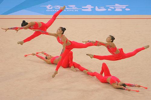 图文:艺术体操集体全能决赛 犹如烈马奔腾