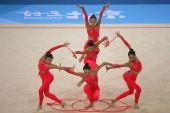 图文:艺术体操集体全能决赛 中国美女配合默契