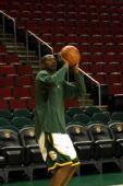 图文:[NBA]雄鹿-超音速一触即发 客队寻找手感