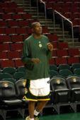 图文:[NBA]雄鹿-超音速一触即发 杜兰特热身