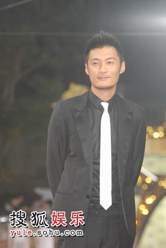 图:香港著名男演员余文乐亮相 2