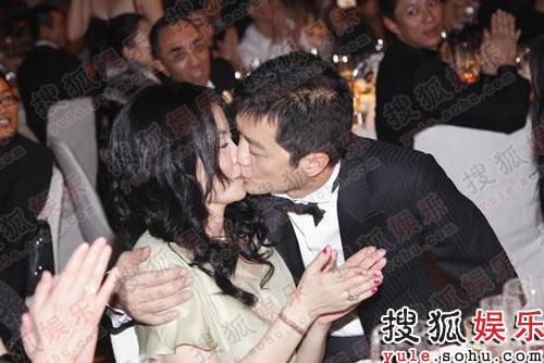 李亚鹏深情亲吻王菲