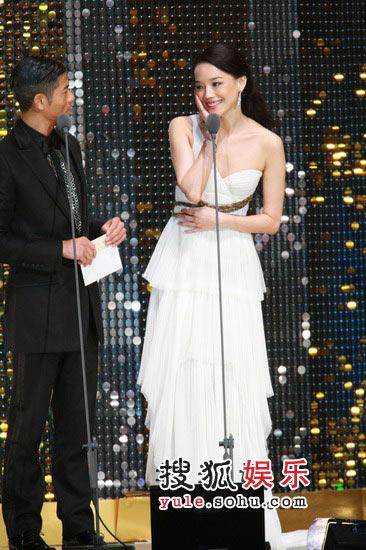 图:44届金马颁奖礼  郭富城舒淇颁发最佳导演奖