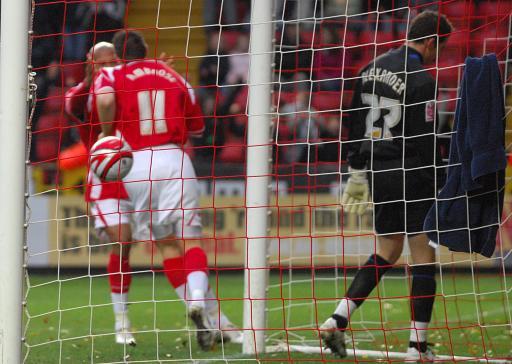 图文:查尔顿3-1伊普斯维奇 安布罗斯庆祝进球