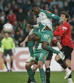 图文:[德甲]汉诺威4-3不来梅 萨诺戈头球攻门