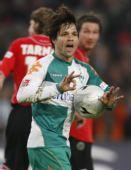 图文:[德甲]汉诺威4-3不来梅 迭戈安抚队友