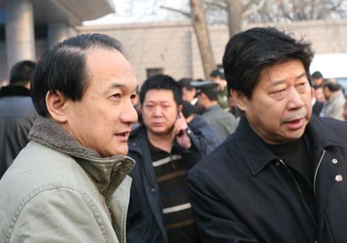 图文:李富胜遗体告别仪式 谢亚龙和张吉龙