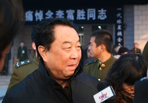 图文:李富胜遗体告别仪式 马克坚接受采访