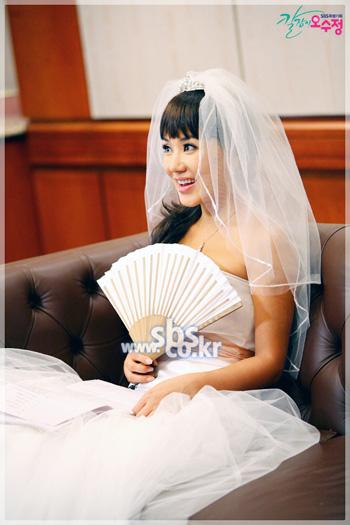 2007年度最具引导力女主角— 吴水晶 严正花饰