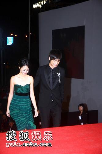 图:2007莱卡风尚大典 桂纶镁周渝民携手走红毯