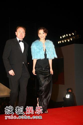图:2007莱卡风尚大典红毯秀 孔维黑色晚礼亮相