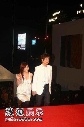 图:2007莱卡风尚大典 品冠梁静茹亮相红毯