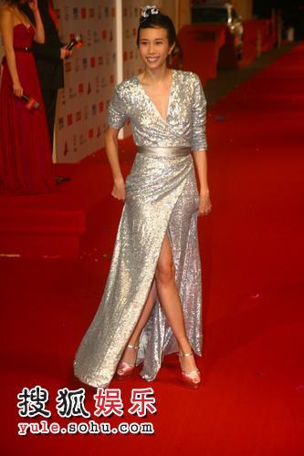 图:2007莱卡风尚大典 莫文蔚优雅亮相红毯