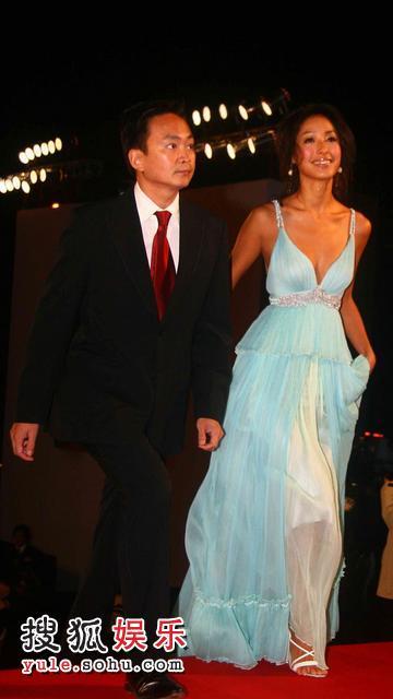图:2007莱卡风尚大典 名模蒋怡蓝色礼服秀美胸