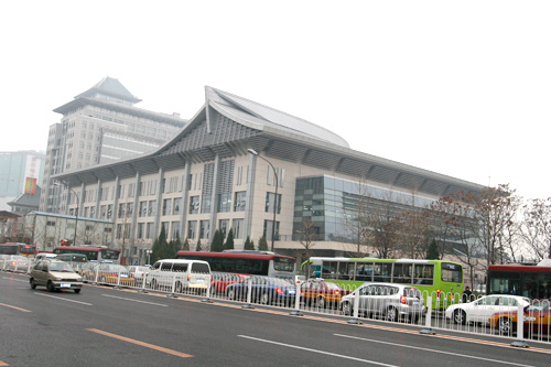 图文:北大体育馆竣工 中关村大街看体育馆