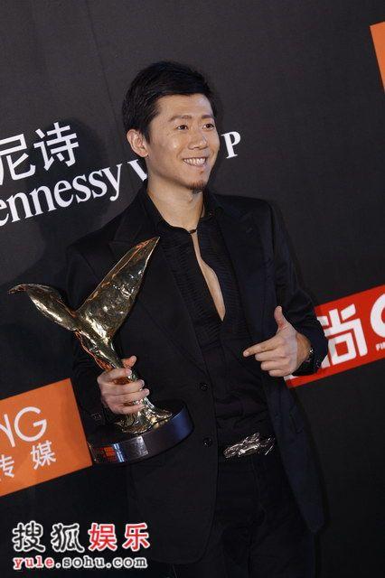 图:莱卡风尚大典 夏雨获年度中国内地男演员奖