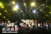 组图:众艺人集体演唱《谢谢你一直陪我唱歌》