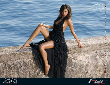 组图:意美女主持 巴西籍名模莫拉伊斯性感挂历
