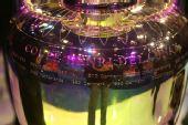 图文:欧洲杯真身现身京城 德劳内杯上的文字