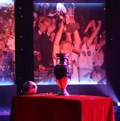 图文:欧洲杯真身现身京城 神秘的德劳内杯