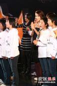 图:光影星播客慈善夜 群星与众少年齐唱