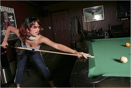 图文:性感台球美女黑寡妇珍妮特 李