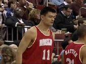 图文:[NBA]火箭客场战76人 姚明身着复古球衣